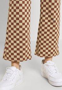 Monki - NOVA - Pantaloni - beige/brown - 5