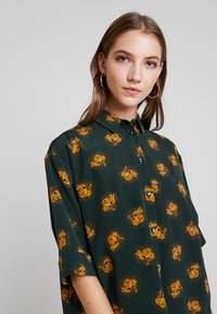 Monki - TAMRA BLOUSE - Button-down blouse - dark green - 4