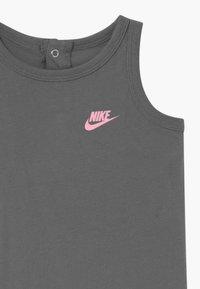 Nike Sportswear - ROMPER BABY SET - Combinaison - smoke grey - 4