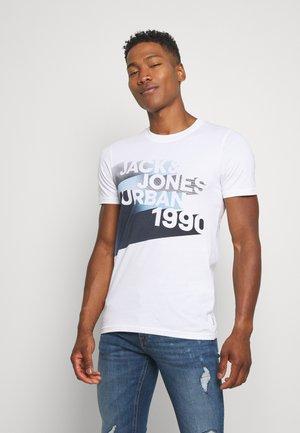 JCOLOGO-UNIVERSE TEE CREW NECK - T-Shirt print - white