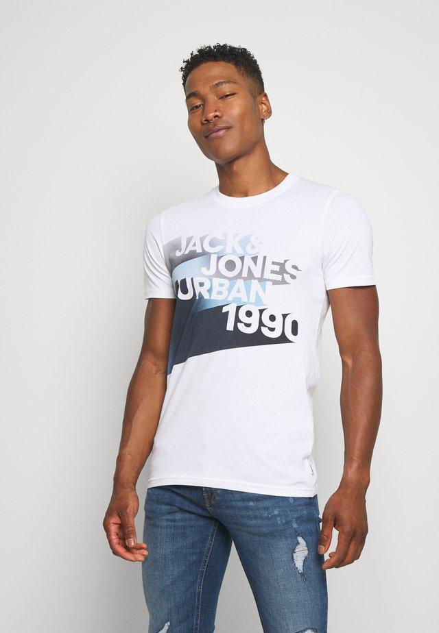 JCOLOGO-UNIVERSE TEE CREW NECK - T-shirt imprimé - white