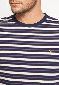 Farah - MANSOUR TEE - T-shirt z nadrukiem - true navy - 4