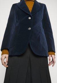 Victoria Beckham - TAILORED PATCH POCKET JACKET - Blazer - navy - 4