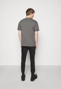DRYKORN - THILO - Basic T-shirt - grey - 2