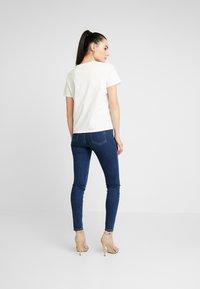 Vero Moda - VMFLANSA - Print T-shirt - snow white - 2