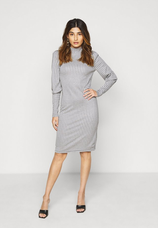 ONLSANDY CHECK DRESS - Etuikjoler - light grey melange
