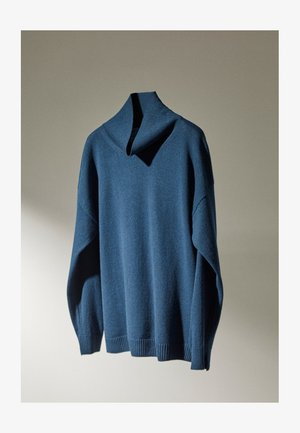 MIT WEITEM AUSSCHNITT - Pullover - blue
