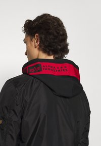 Alpha Industries - HOOD CUSTOM - Bomber Jacket - black/red - 4