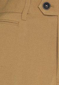 Lindbergh - CLUB PANTS - Kangashousut - light brown - 5