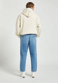 PULL&BEAR - Džíny Relaxed Fit - mottled blue - 2