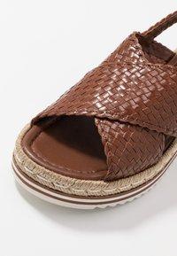 Pons Quintana - Platform sandals - toffee/cognac - 2