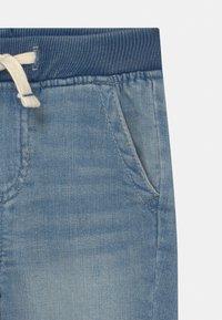 GAP - TODDLER BOY  - Jeans Short / cowboy shorts - light-blue denim - 2