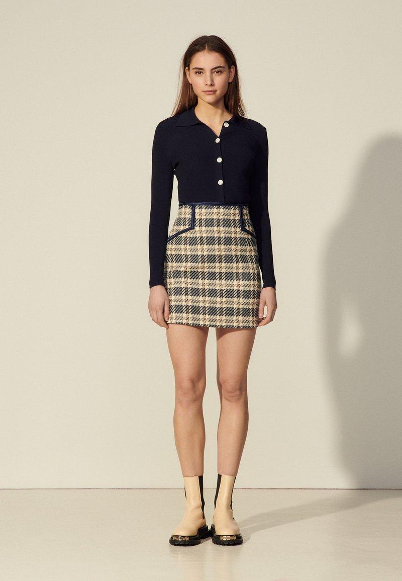 sandro - ANNETTE - Mini skirt - marine/taupe