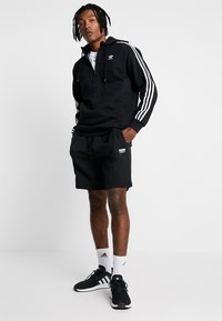 adidas Originals - ADICOLOR 3 STRIPES HALF-ZIP HOODIE - Hoodie - black - 1