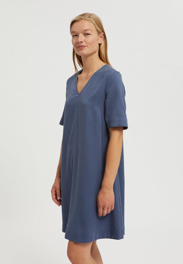 AAMAYA - Korte jurk - foggy blue