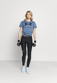Under Armour - LIVE SPORTSTYLE GRAPHIC - T-shirt imprimé - mineral blue - 1
