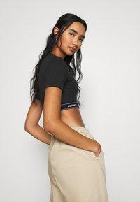 Carhartt WIP - SCRIPT CROP - Camiseta básica - black/white - 3