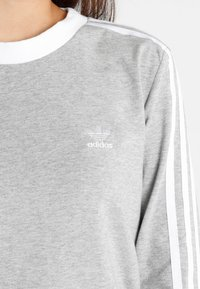 adidas Originals - ADICOLOR 3 STRIPES LONGSLEEVE TEE - Langarmshirt - medium grey heather - 5