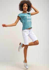Freeman T. Porter - BELIXA - Denim shorts - white - 1