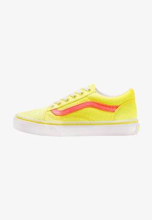 OLD SKOOL - Trainers - neon glitter yellow/true white