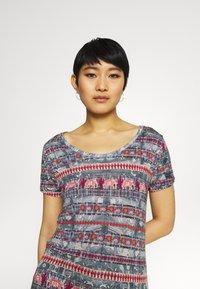Desigual - T shirt SANTORINI - T-shirt imprimé - blue - 4