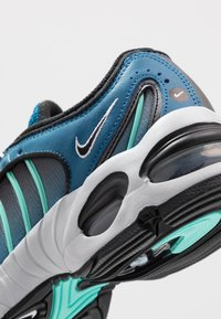 Nike Sportswear - AIR MAX TAILWIND IV - Tenisky - industrial blue/black/pure platinum/white - 2