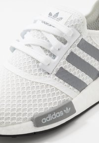 adidas Originals - NMD_R1 - Matalavartiset tennarit - footwear white/grey three/core black - 5