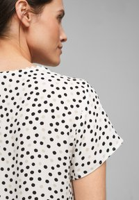 s.Oliver BLACK LABEL - Blouse - soft white floral print - 2