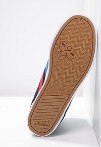 Hummel - SLIMMER STADIL - Sneakers hoog - black/blue/red - 4