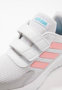 adidas Performance - TENSAUR RUN - Laufschuh Neutral - dash grey/glow pink/bright cyan - 2