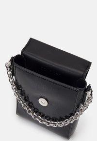 Calvin Klein - MINI BAG FLAP PATENT - Taška spříčným popruhem - black - 2