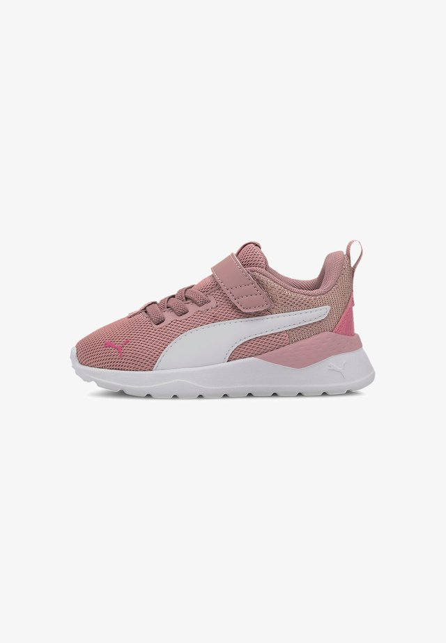 Sneakers laag - foxglove-white-glowing pink