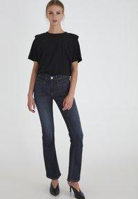 ICHI - IHERIN HASSE TREND - Bootcut jeans - medium blue - 0