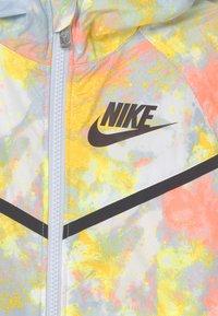 Nike Sportswear - WINDRUNNER - Chaqueta de entretiempo - football grey - 2
