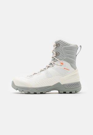 BLACKFIN III WP HIGH WOMEN - Winter boots - bright white/highway