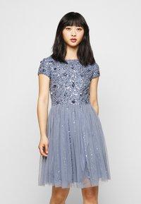 Lace & Beads Petite - NESSIA MIDI - Koktejlové šaty/ šaty na párty - blue - 0