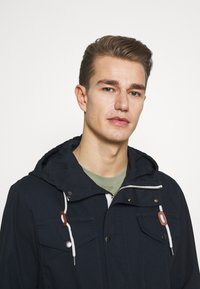 Selected Homme - SLHWEST  - Parkaer - sky captain - 3