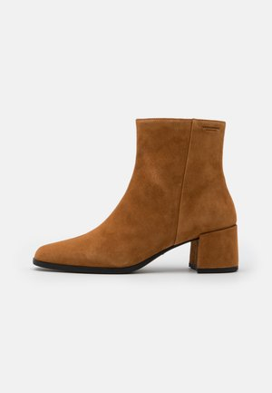 STINA - Classic ankle boots - caramel