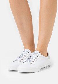 Calvin Klein Jeans - PROFILE LACEUP  - Joggesko - bright white - 0