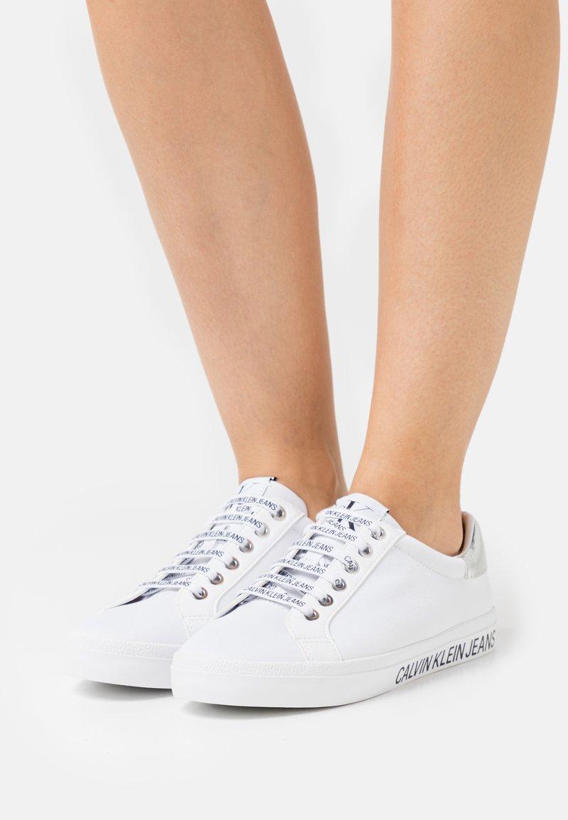 Calvin Klein Jeans - PROFILE LACEUP  - Joggesko - bright white