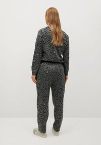 Violeta by Mango - TRENDY - Tracksuit bottoms - grau - 2