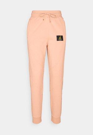 FLIGHT PANT - Teplákové kalhoty - apricot agate
