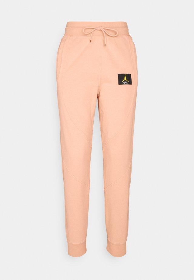 FLIGHT PANT - Pantaloni sportivi - apricot agate
