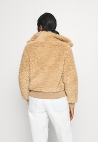 ONLY Petite - ONLELLIE SHERPA JACKET - Light jacket - cuban sand - 2