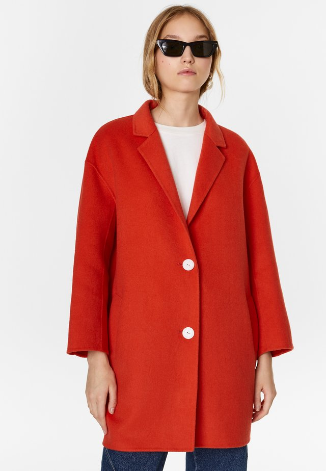 BIMBA Y LOLA DOUBLE-SIDED CORAL COAT - Halflange jas - coral