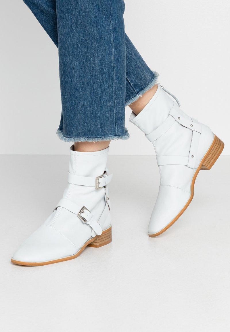 L'INTERVALLE - DENNIS - Kotníkové boty - tibet