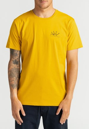 PELIGROSA - Print T-shirt - mustard