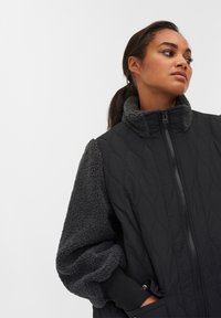 Zizzi - QUILTED TEDDY  WITH POCKETS - Down coat - black comb - 4