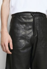 Holzweiler - TEFF TROUSER  - Leather trousers - black - 7