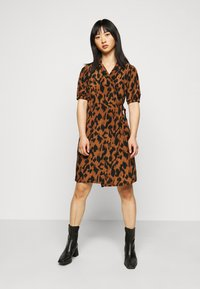 Noisy May Petite - NMLESLEY WRAP DRESS PETITE - Day dress - brown sugar/black - 0